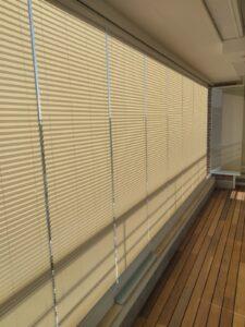 Applicazione tende plissè su vetrata panoramica