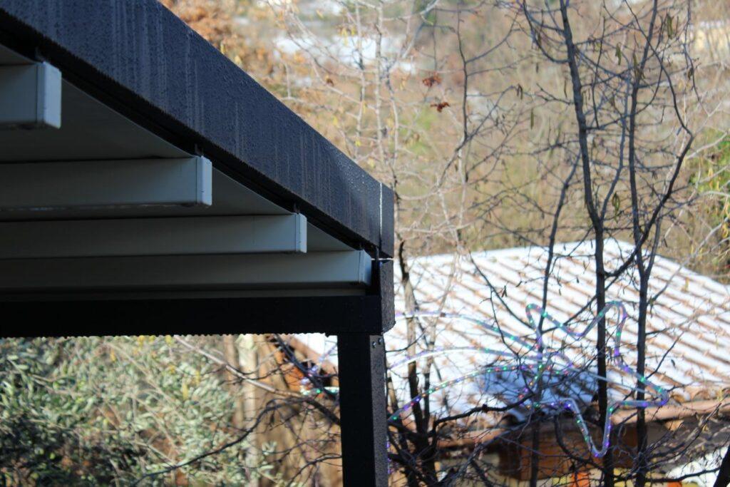 La pergotenda o pergola mobile PergoEasy è realizzata con struttura portante il alluminio per resistere a qualsiasi condizione climatica!